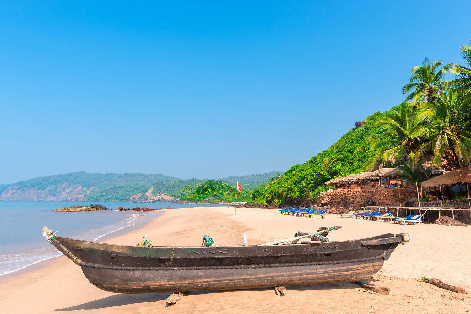 cola-beach-boat-goa